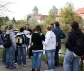 Osnabrück, Stadtführung zu Fuß, Uferseite Stadtfluss mit Dom