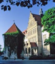 www.osnabrueck-fuerungen.de_Das Ratsgymnasium mit Plümersturm - Stadtführung in der Neustadt zwischen Schloss und Armenhaus